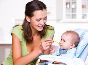 Как правильно ввести прикорм ребенку?