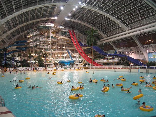 Самый большой крытый аквапарк в мире