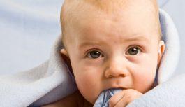 Первые молочные зубки. Как справиться с капризами малыша?