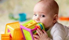 Подарок новорожденному: развивающие игрушки