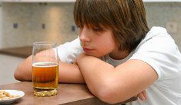 Как дети становятся алкоголиками из-за пьющих родителей